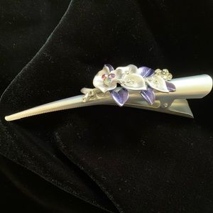 Accessories - 3/$20-New special occasion silver hair clip